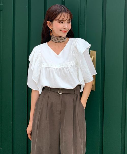Mix sơ mi cùng quần/váy theo phong cách vintage cũng là gợi ý lý tưởng để có diện mạo cổ điển, đậm chất tiểu thư.