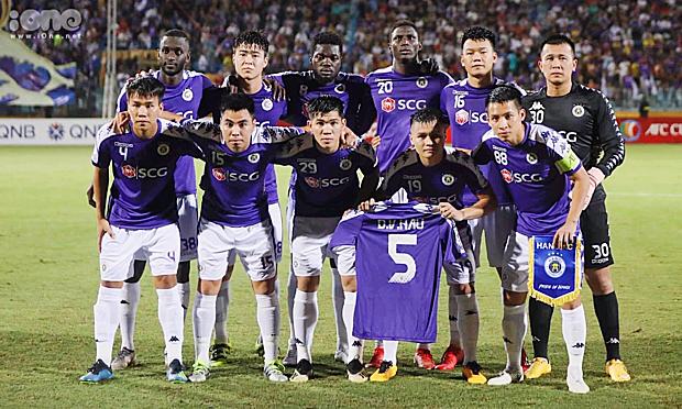 Các cầu thủ Hà Nội FC tri ân Văn Hậu.