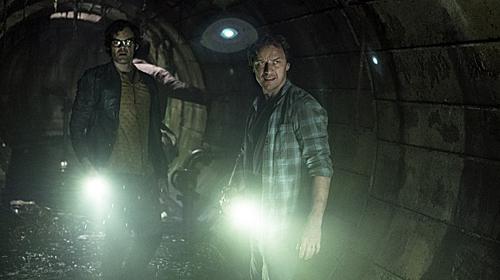 Một phân cảnh u tối của James McAvoy (phải) trong phim.