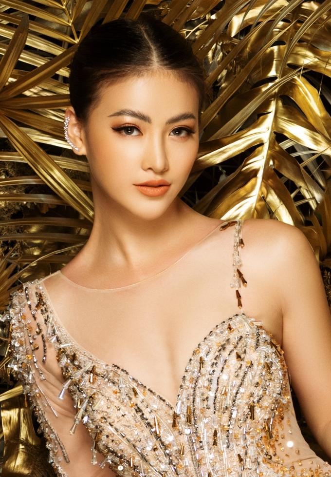 """<p> Bộ trang phục giúp Phương Khánh khoe trọn ưu điểm cơ thể. Nhan sắc sau một năm đăng quang của người đẹp cũng được nhận xét """"thăng hạng"""".</p>"""