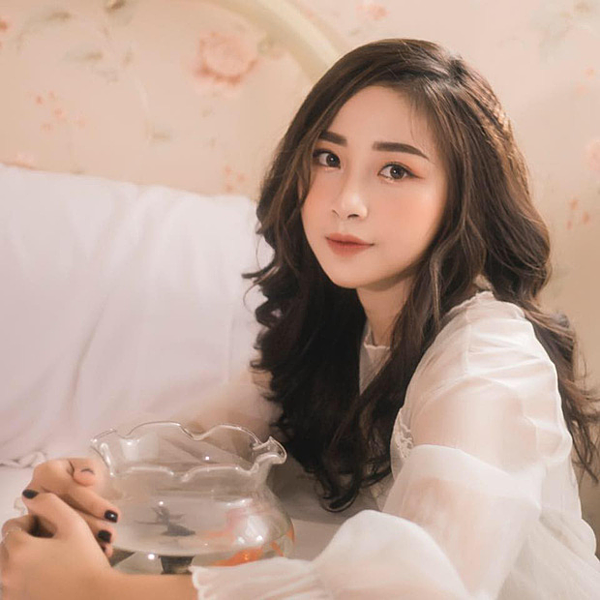 Nhật Linh - cô ggasibij nghi là bạn gái mới của tiền đạo xứ Nghệ.