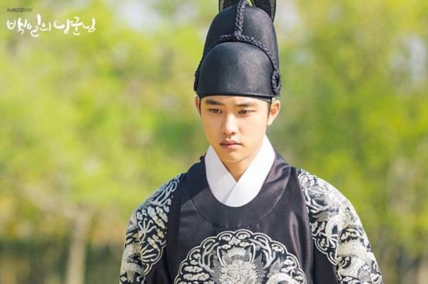 Trước khi lên đường nhập ngũ, D.O của EXO đã để lại một vai diễn ấn tượng trong drama cổ trang 100 Days My Prince. Trong phim. D.O vào vai thái tử Lee Yul. Sau một biến cố trong cung, Lee Yul mất trí nhớ và lưu lạc ngoài dân gian. Anh bị gọi với cái tên Na Won Deuk ngốc nghếch. Anh kết hôn với  Yeon Hong Shim (Nam Ji Hyun), cô gái ế của làng. Với sự giúp đỡ của vợ, Na Won Deuk đã tìm lại trí nhớ cũng như tìm ra hung thủ ám hại mình, về lại hoàng cung và lên ngôi. Một mình diễn 2 vai có tính cách trái ngược nhau nhưng D.O vẫn thể hiện vai diễn mượt mà, tự nhiên. Diễn xuất sắc sảo của D.O là một lý do giúp100 Days My Prince thành công.