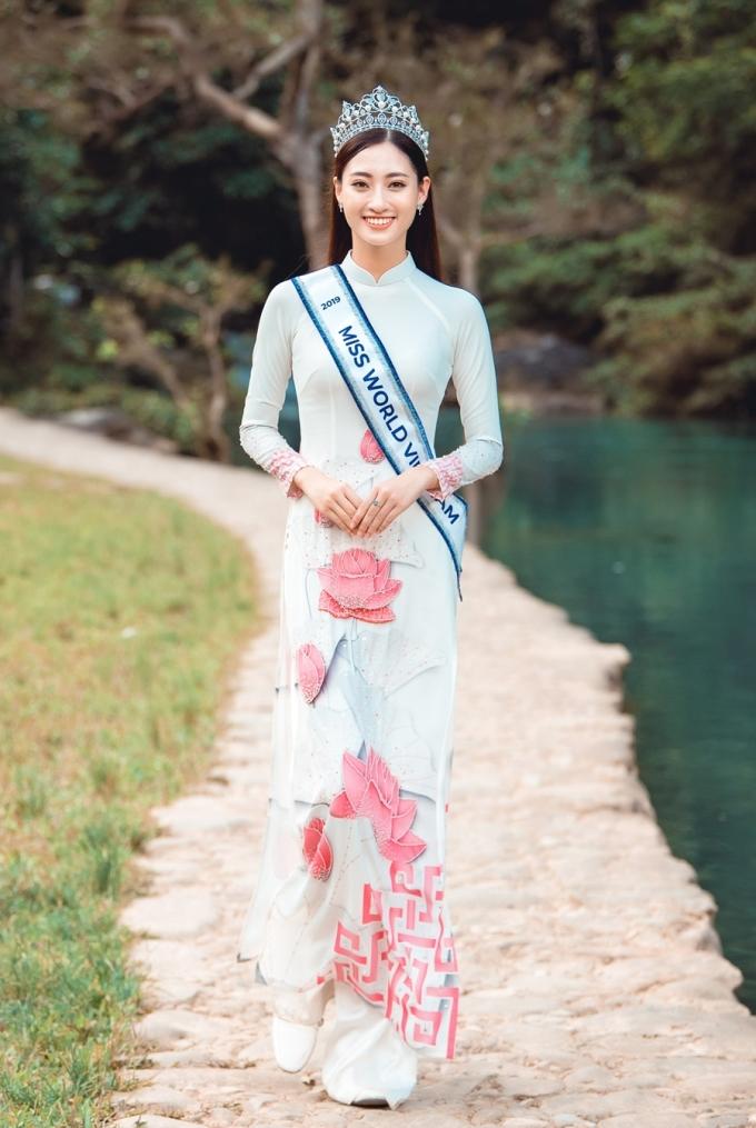 <p> Lương Thùy Linh sinh năm 2000, cao 1,78m, đang là sinh viên ĐH Ngoại thương. Cô sẽ đại diện Việt Nam tham dự đấu trường nhan sắc Miss World vào cuối năm nay.</p>