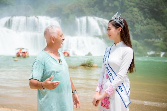 """<p> Lương Thùy Linh hóa thân thành """"hướng dẫn viên"""" để giới thiệu cảnh đẹp quê hương đến với mọi người.</p>"""
