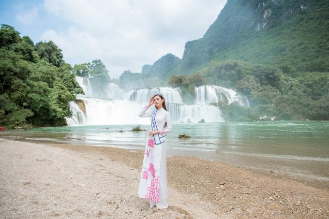 <p> Hoa hậu Lương Thùy Linh đang có các hoạt động ở quê nhà Cao Bằng sau khi đăng quang Miss World Vietnam 2019 hồi đầu tháng 8. Ngoài việc tham gia hoạt động thiện nguyện, cô dành thăm lại những địa danh, căn cứ cách mạng trên quê hương mình.</p>