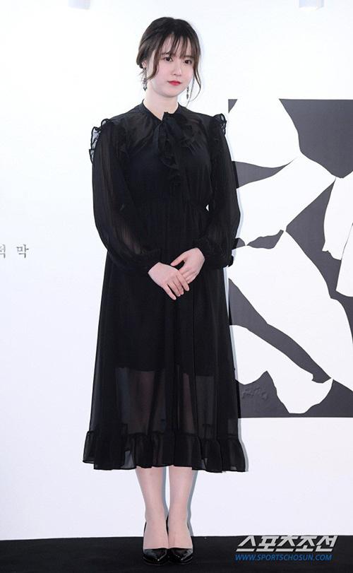 Những bộ cánh này khiến Goo Hye Sun trông giống một bà thím lỗi mốt hơn là quý cô có nhan sắc trẻ trung bậc nhất Kbiz.