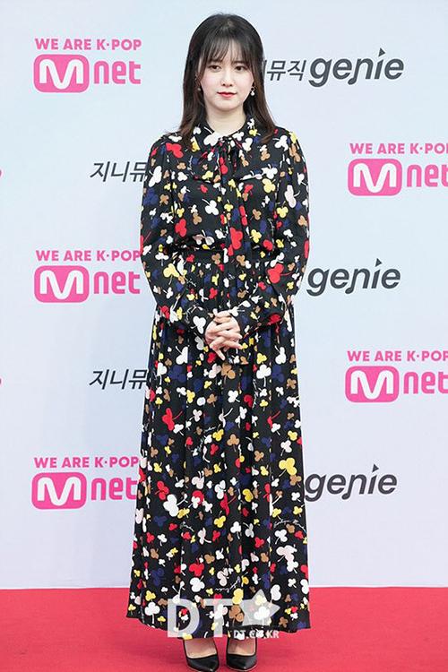 Bộ sưu tập váy hoa chục lần như một khiến Goo Hye Sun trông đầy đặn hơn, chiều cao cũng bị dìm đáng kể.