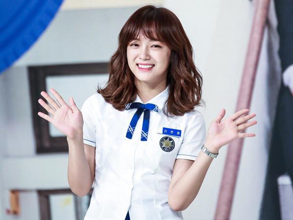 Se Jeong có vai diễn đầu tay trong School 2017.