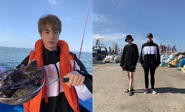 Jin và Suga cùng nhau đi câu cá buổi bình minh.