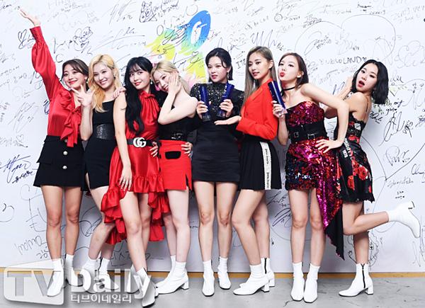 Twice chứng minh đẳng cấp nữ hoàng Daesang tại SOBA 2019