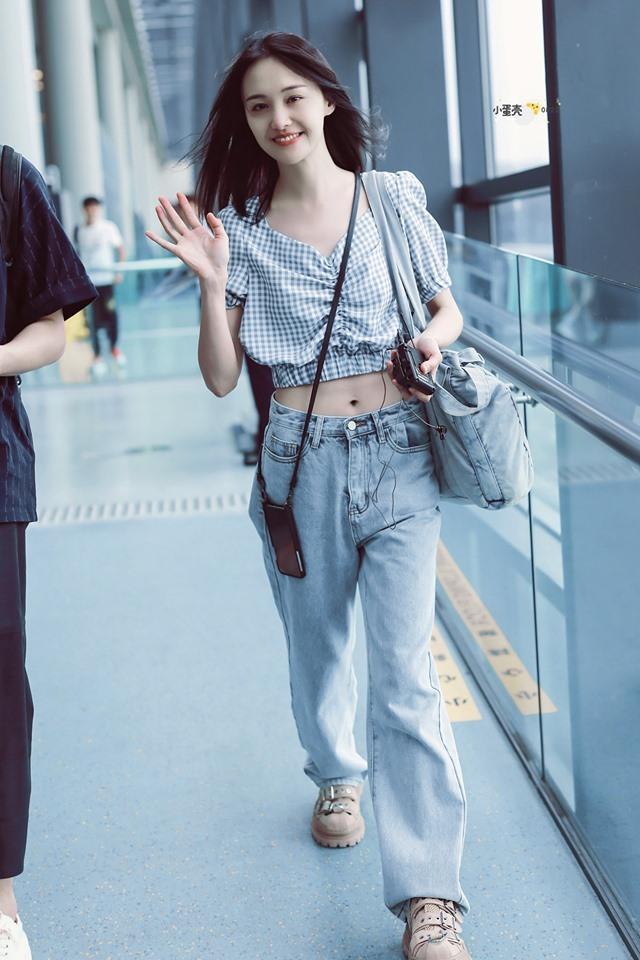 <p> Gần đây, phong cách của Trịnh Sảng ngày càng chỉn chu. Tuy nhiên, nhiều ý kiến cho rằng nữ diễn viên quá gầy gò.</p>