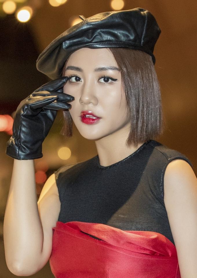 """<p> Thời gian qua, Văn Mai Hương khá im ắng ở thị trường giải trí từ sau phát hành các MV """"Lâu đài cát"""", """"Nghĩ về anh"""", """"Cầu hôn""""...</p>"""