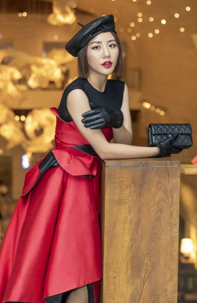 <p> Sau chuyến lưu diễn nước ngoài hồi đầu tháng, Văn Mai Hương đang bắt tay làm sản phẩm để tung vào cuối 2019.</p>