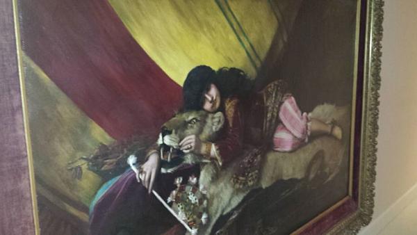 Bức tranh treo trong biệt thự ở trang trại Zorro của Jeffrey Epstein ở New Mexico. Ảnh: Fox News.