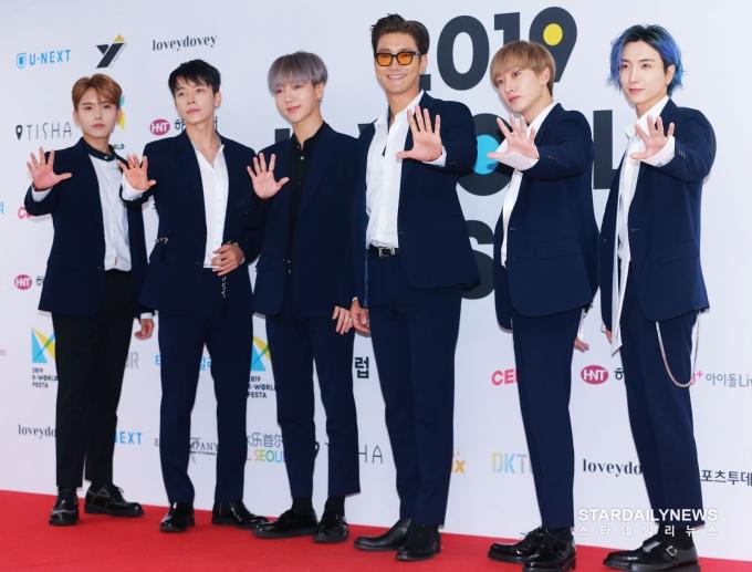 <p> Super Junior là nghệ sĩ có duy nhất thuộc thế hệ Hallyu thứ 2 tham dự lễ trao giải Soribada 2019. Nhóm có ngoại hình trẻ trung không kém các đàn em.</p>