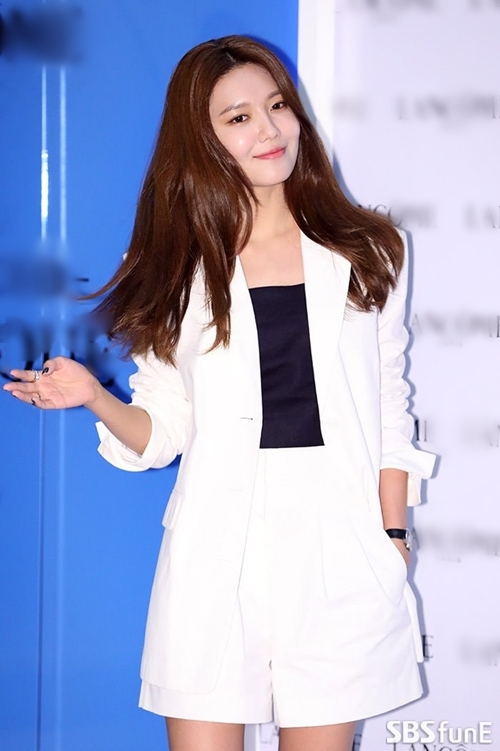 ...Soo Young (SNSD)...