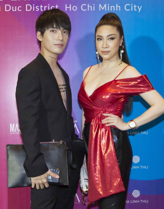 <p> Pha Lê cùng stylist Kye Nguyễn đến xem bộ sưu tập của các nhà thiết kế Trương Thanh Long, Hà Linh Thư, Nukan Tùng Anh...</p>