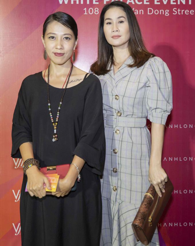 <p> Thân Thúy Hà (phải) và bà xã Phạm Anh Khoa.</p>