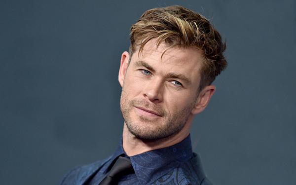 Đứng thứ 2 trong danh sách là tài tử người Úc Chris Hemsworth với số tiền bỏ túi 76,4 triệu đô la. Trong năm 2019, nam diễn viên tham gia 2 bộ phim là Avengers: Endgame và Men In Black: International. Chris Hemsworth cũng là một trong những diễn viên chăm chỉ, năm nào cũng có phim ra rạp.