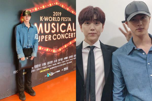 Đang trong kỳ nghỉ, Jin tranh thủ đi xem anh bạn San Deul biểu diễn tại concert trong khuôn khổ sự kiện K-World Festa.