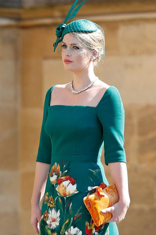 Kitty có gương mặt thanh tú, mái tóc vàng óng, thân hình đầy đặn, gợi cảm, xuất hiện trong đám cưới Hoàng gia hồi tháng 5/2018.
