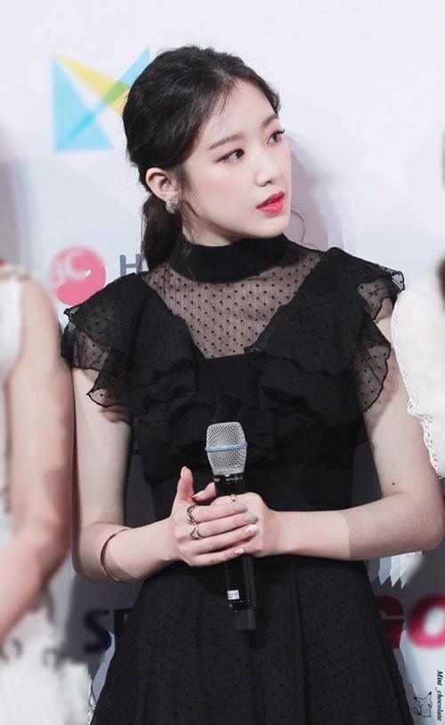 Nữ idol sinh năm 2000 đến từ Đài Loan, đang là nhan sắc được chú ý thuộc thế hệ Hallyu thứ 4. Shuhua có khuôn mặt, khí chất như diễn viên, khiến công chúng nhớ đến hình tượng những tiểu thư khuê các thời xưa.