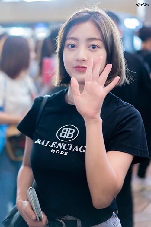 JI Hyo có những đường nét sắc sảo, thường bị nhầm là con lai.