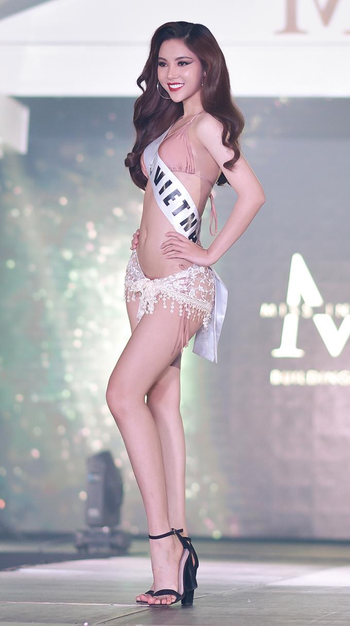 <p> Ở phần thi bikini, cựu vận động viên bóng chuyền của tỉnh Bạc Liêu khoe được lợi thế hình thể đẹp 86-60-90cm.</p>
