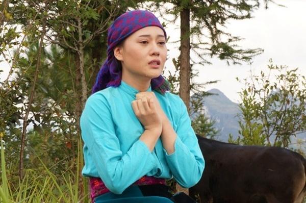 Gương mặt mộc của Phương Oanh khi vào vai Súa trong Lặng yên dưới vực sâu (2016). Nhờ vai diễn này, cô cũng vào đề cử Nữ diễn viên ấn tượng giải Cánh Diều Vàng 2017.