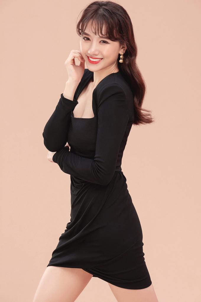 """<p> Vai diễn lần này đánh dấu sự trở lại của Hari Won với màn ảnh rộng sau 2 năm kể từ phim """"49 ngày"""" phần 2. """"Vai diễn lần này của tôi khá đặc biệt vì phải nam tính hơn bình thường, phải ăn nói lớn tiếng, hơi bỗ bã một chút và đặc biệt sẽ luôn đối đầu, khắc khẩu với Park Jung Min"""", cô chia sẻ.</p>"""