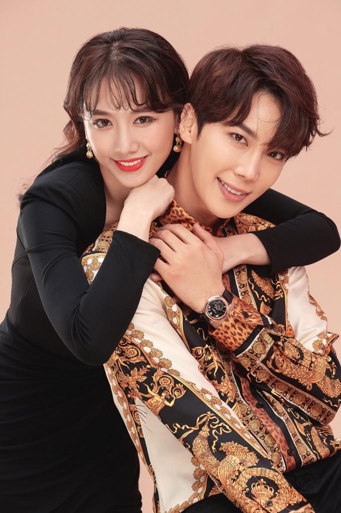 <p> Hari Won chia sẻ rất thoải mái trong những cảnh quay với Park Jung Min vì hiểu ngôn ngữ nên dễ dàng trao đổi thông tin và cảm xúc trên phim trường.</p>