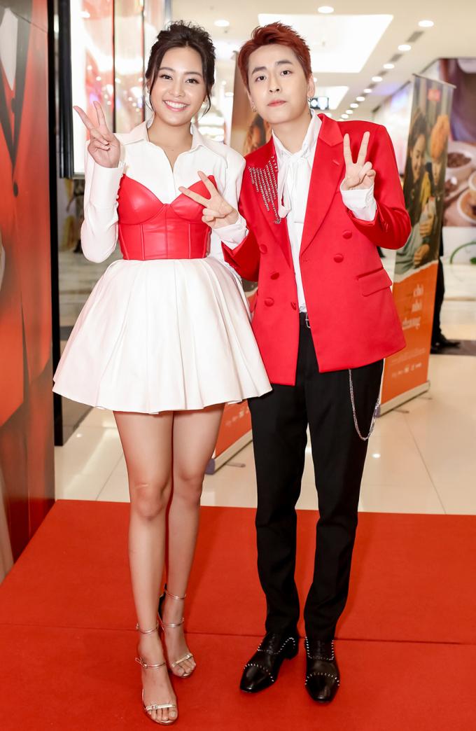 """<p> Nữ chính của MV là mỹ nhân Thái Lan Eisaya Hosuwan - gương mặt từng gây sốt trong phim điện ảnh """"Thiên tài bất hảo"""" vào năm ngoái. Cô xuất hiện cạnh Osad tạo nên hình ảnh cặp đôi ngọt ngào trên thảm đỏ.</p>"""
