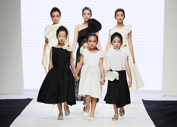 Tối 25/8, đêm bế mạc của Tuần lễ thời trang trẻ em Việt Nam - Vietnam Junior Fashion Week mùa 9 đã diễn ra