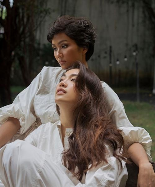 HHen Niê và Lệ Hằng gần đây thường xuyên đồng hành cùng nhau; hướng dẫn, đào tạo các thí sinhtrong khuôn khổ của Hoa hậu Hoàn vũ Việt Nam 2019. Theo nhận xét từ khán giả, HHen Niê sở hữu vẻ đẹp mạnh mẽ còn Á hậu Lệ Hằng toát lên nét tinh khôi.