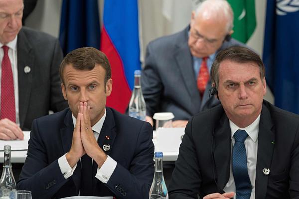 Tổng thống Pháp Emmanuel Macron (trái)và Tổng thống Brazil Jair Bolsonaro tham dự Hội nghị thượng đỉnh G20 tại Osaka, Nhật Bản hôm 28/6.
