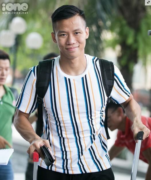 Quế Ngọc Hải hội quân tại Hà Nội cùng anh em tuyển bóng đá Quốc gia chiều 26/8.