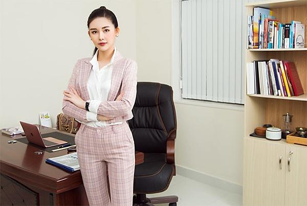 Hiện tại, Ngân Anh làm việc cho một công ty đầu tư, tư vấn tài chính tại TP HCM. Cô đảm nhận việc phụ trách, phát triển dự án. Bên cạnh đó, cô học thêm tiếng Anh chuyên ngành và học làm MC để rèn giũa kỹ năng nói, nắm bắt tâm lý khách hàng.