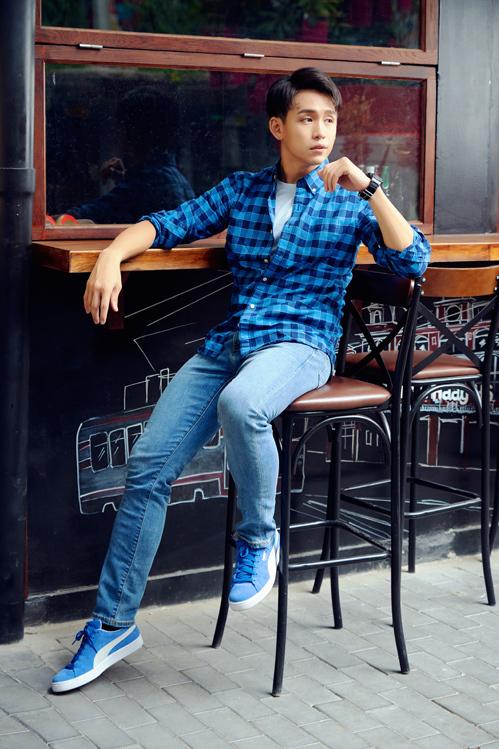 Các thiết kế mang đến MC Quang Bảo sự thoải mái, linh hoạt và tôn dáng.