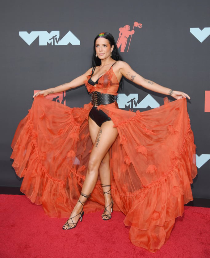 """<p> Halsey là """"bà hoàng"""" của những trang phục sexy trên thảm đỏ.</p>"""