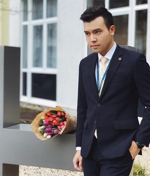 Tiếp viên trưởnghãng Vietnam Airlines Dương Hồng Văn.