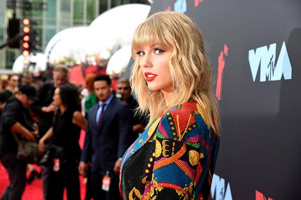 Tái xuất sau 4 năm, Taylor Swift chiếm spotlight trên thảm đỏ VMAs 2019 - 3