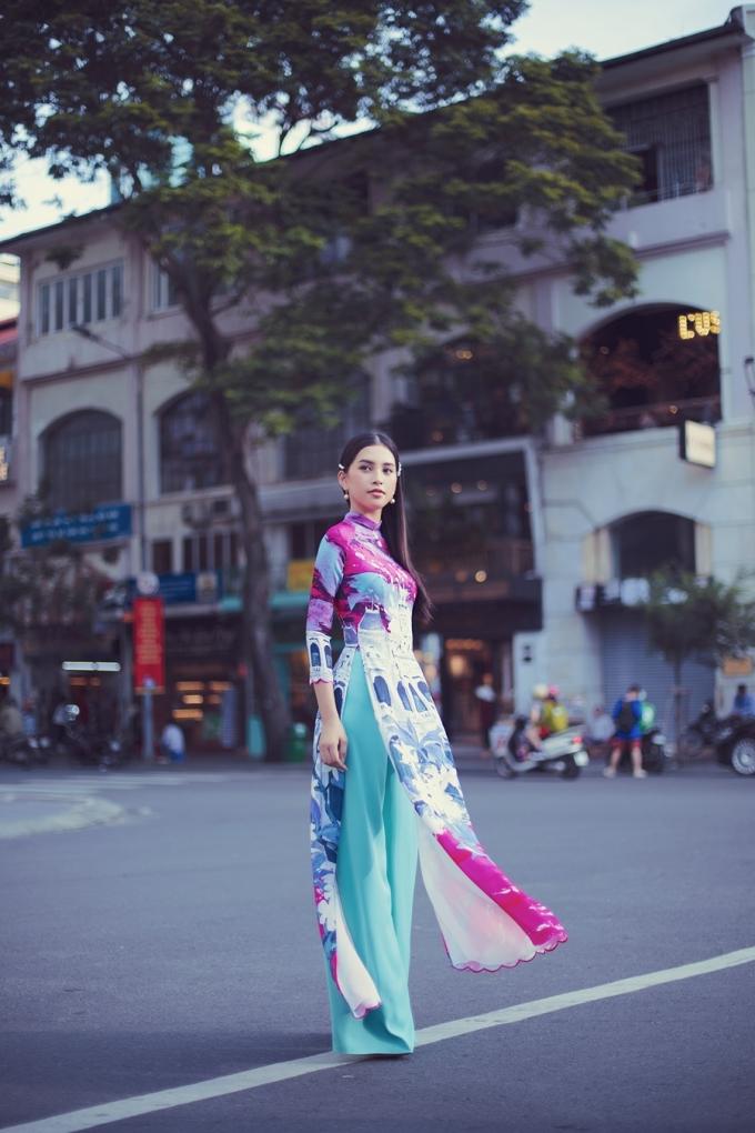 """<p> """"Tiểu Vy đang hoạt động nhiều ở Sài Gòn... Những thắng cảnh, con phố đều ghi dấu ấn đặc biệt trong lòng. Có thể nói đây là quê thứ hai của Vy vậy"""", người đẹp chia sẻ.</p>"""