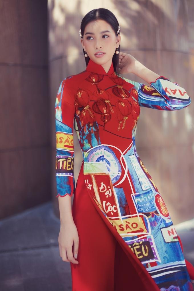 <p> Gương mặt có nét Tây nhưng khi diện áo dài, Tiểu Vy vẫn được khen ngợi về thần thái cuốn hút.</p>