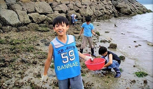 Ảnh thời bé của Jung Kook (BTS) thành chủ đề gây sốt mạng xã hội - 1