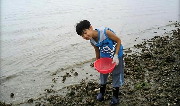 Ảnh thời bé của Jung Kook (BTS) thành chủ đề gây sốt mạng xã hội