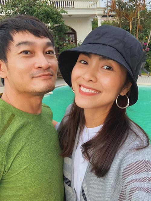 Tăng Thanh Hà hội ngộ đàn anh Trương Minh Quốc Thái - bạn diễn trong phim Hương phù sa - sau 15 năm.