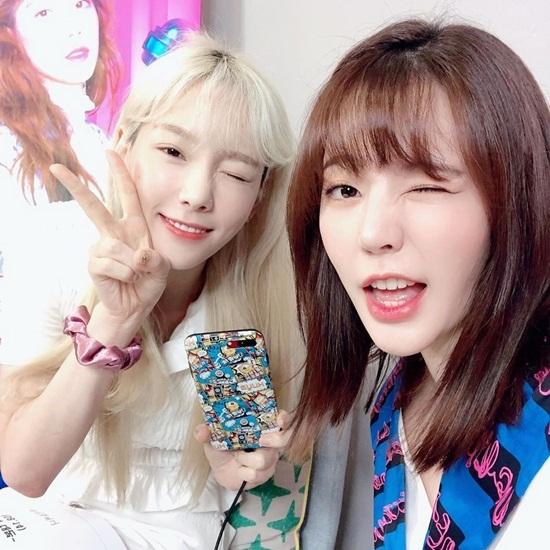 Sunny (phải) và Tae Yeon đều có diện mạo trẻ trung hơn so với tuổi.