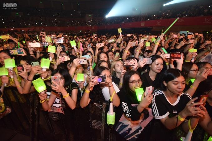 <p> Hàng nghìn fan Đà Nẵng cuồng nhiệt với đêm nhạc sôi động.</p>