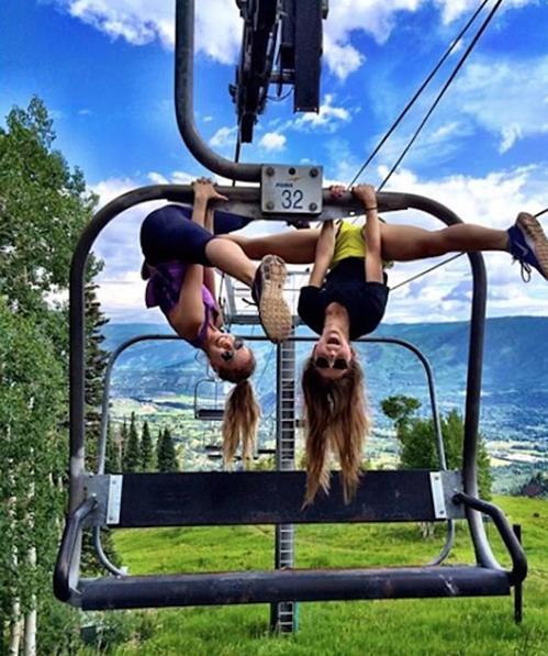 Bức ảnh  Terrazas đăng trên trang cá nhân cho thấy cô gái nhiều lần thực hiện các pha nguy hiểm.