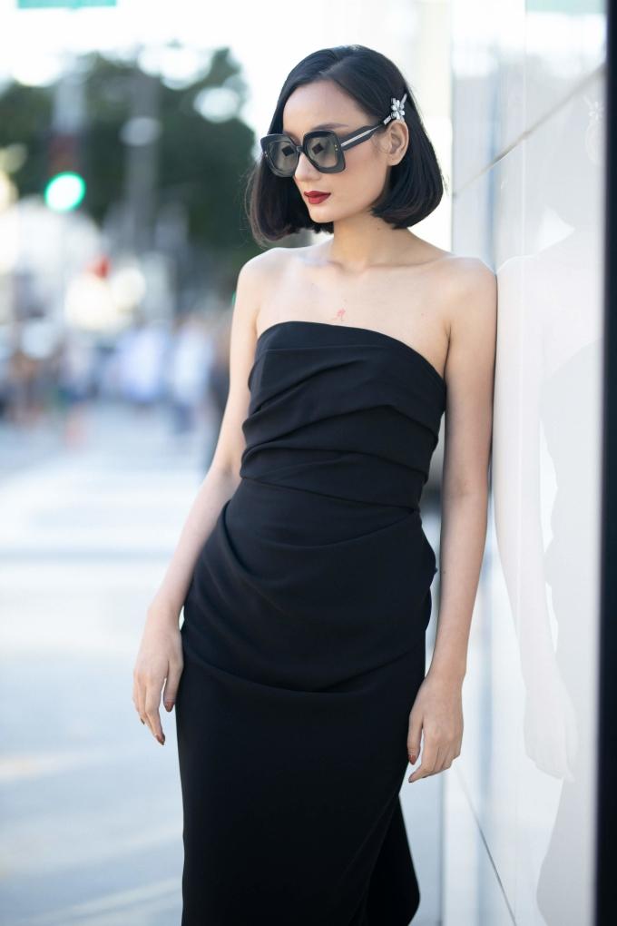 <p> Lê Thuý vui mừng khi được trở lại Beverly Hills sau nhiều năm. Cô là chân dài Việt hiếm hoi góp mặt trong show diễn của Đỗ Mạnh Cường từng tổ chức tại đây.</p>